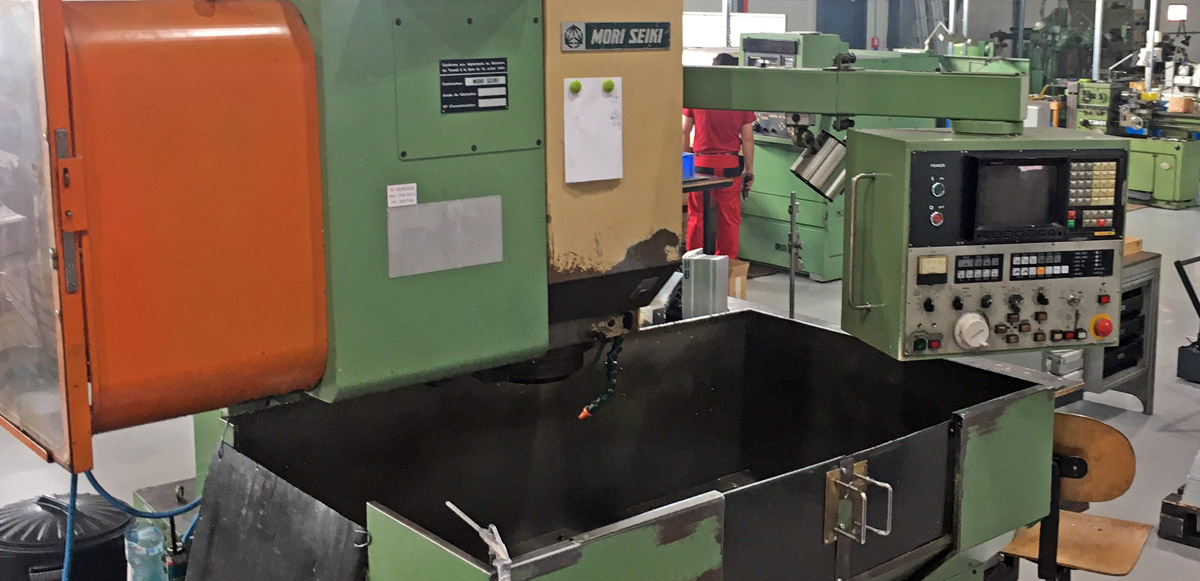 MORI SEIKI MV JUNIOR VERTICAL MILLING CENTER
